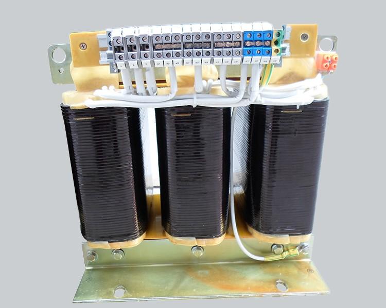 Three-phase distribution transformer