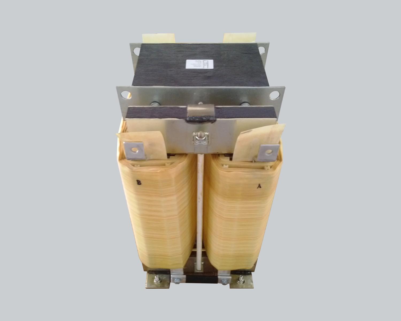 Single-phase output transformer